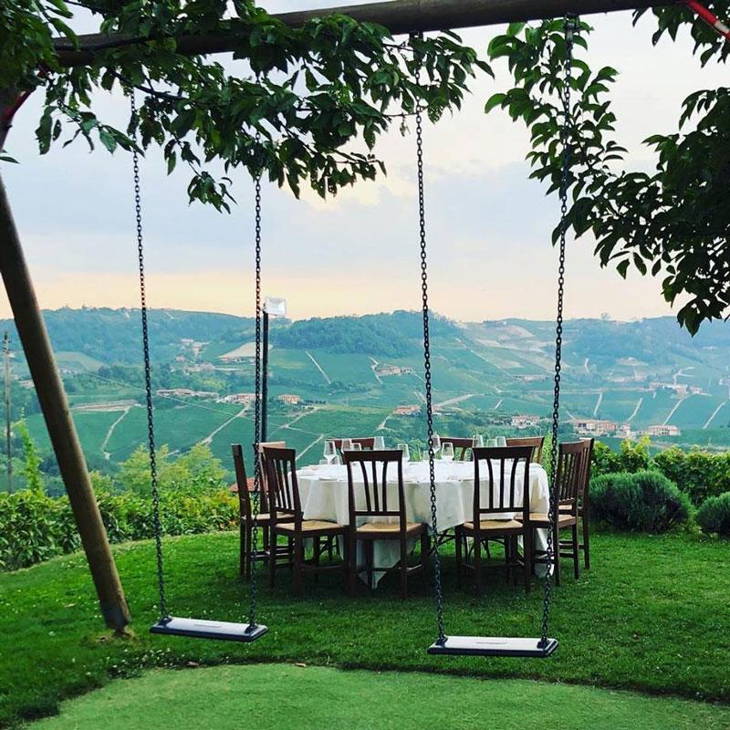 terrazza con vista nelle langhe per l'aperitivo